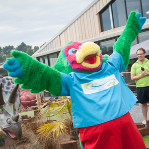 Pickles-the-Parrot-Golf-Mascot