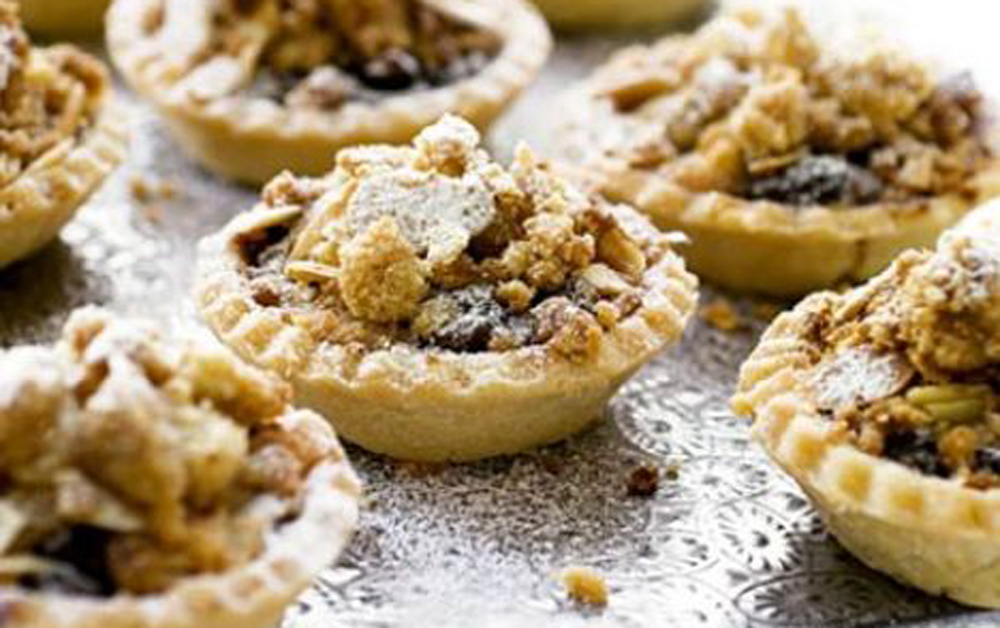 mince-pies-with-custard-&-crumble-large