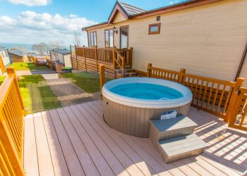 Ocean Lodge - Hot Tub & Decking