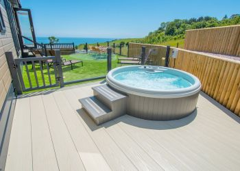 Rockpool Lodge - Hot Tub Image